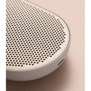 Bang Olufsen BeoPlay P2 Sand Stone 2 300x300 - Портативная акустика Bang & Olufsen BeoPlay P2 Sand Stone