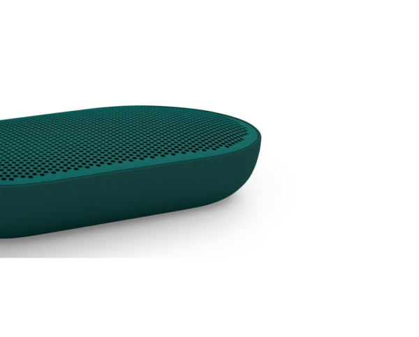Bang Olufsen BeoPlay P2 Teal 2 600x483 - Портативная акустика Bang & Olufsen BeoPlay P2 Teal