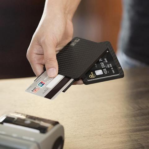 Карбоновая визитница MagEZ Wallet UE с 6 отсеками из углеволокна
