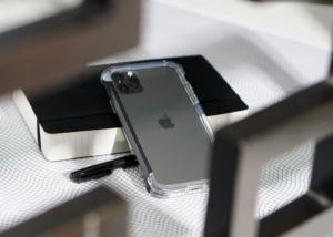 89135250 3374102465940229 3331649192849309696 o 44 300x214 - Чехол Element Case Rail бампер для iPhone 11 Pro/X/XS, прозрачный/черный (Clear/Black)
